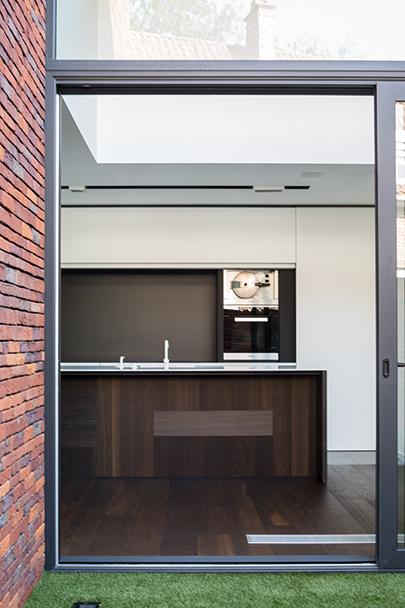 exterieur met zicht op keuken